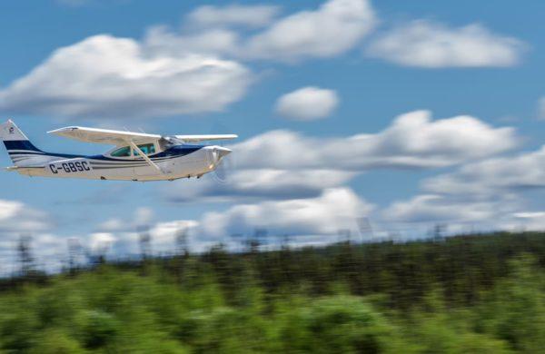 Cessna 182 Exactair en vol.